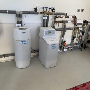 Vodní filtry na tvrdou vodu kombinované se změkčovači vody zabezpečí skvělou vodu i ve větších domech